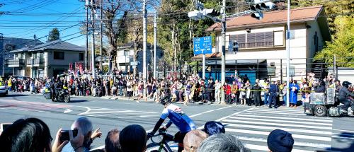 平戸交差点カーブの長く目視できるアウト側で応援