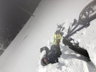 雪に埋もれる2