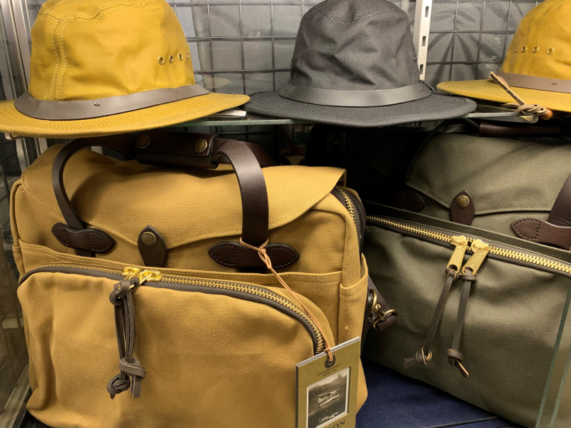FILSONのバッグと帽子