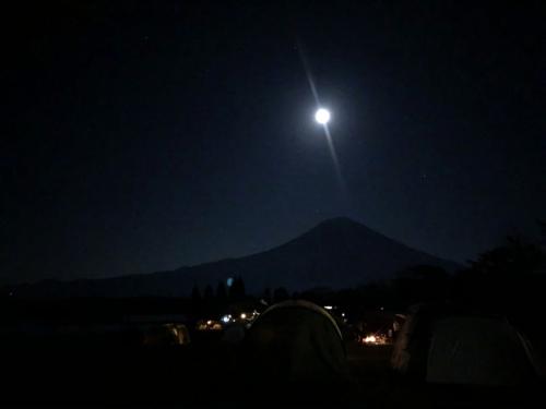12月とシルエット富士山